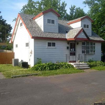 Cohoes Single Family Home For Sale: 211 Berkshire Av