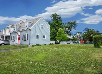 Albany Single Family Home For Sale: 63 Cardinal Av