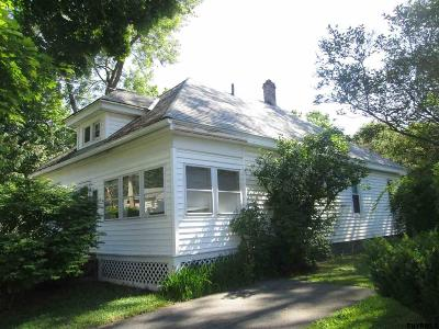 Gloversville Single Family Home For Sale: 37 Pearl St