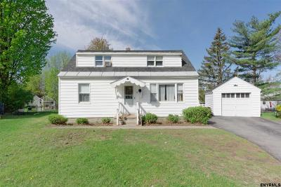 Saratoga County Single Family Home For Sale: 7 Currie Ct
