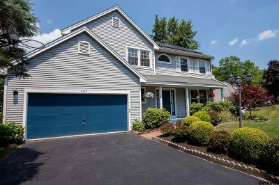 Niskayuna Single Family Home For Sale: 797 Red Oak Dr