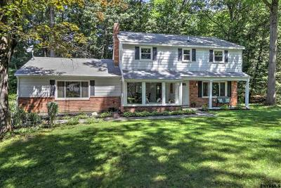 Clifton Park Single Family Home For Sale: 25 Shadow Wood Way