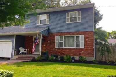Guilderland Single Family Home For Sale: 933 E Pine Hill Dr