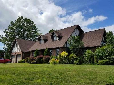 East Greenbush Single Family Home For Sale: 1 Hartfield Ct