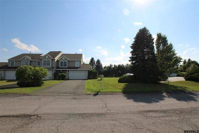 East Greenbush Single Family Home For Sale: 39 Justine Ct