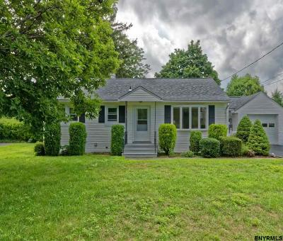 Cohoes Single Family Home For Sale: 30 Hemple Pl