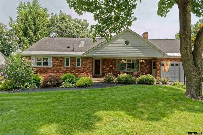 Niskayuna Single Family Home For Sale: 2965 Holly Hill