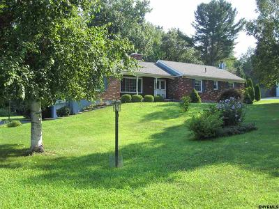 Single Family Home For Sale: 14 Briarwood Dr