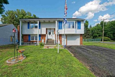 Colonie Single Family Home For Sale: 1 Oakwood Dr West
