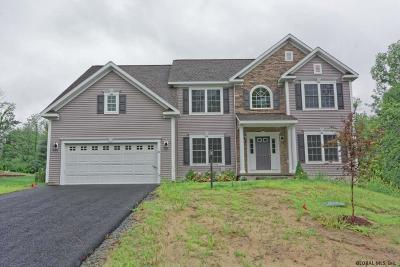 Saratoga County Single Family Home For Sale: 31 Walden Circle
