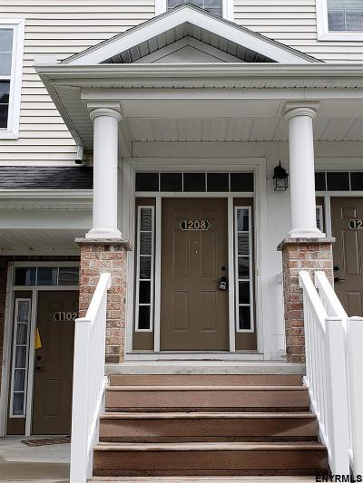 Cohoes Single Family Home For Sale: 1208 Admirals Walk Dr