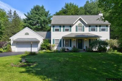 East Greenbush Single Family Home For Sale: 12 Woods Edge La