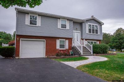 Cohoes Single Family Home For Sale: 34 Bayberry La