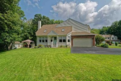 Clifton Park Single Family Home For Sale: 67 Westbury Ct