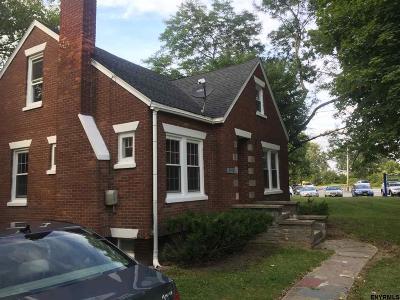 Niskayuna Single Family Home For Sale: 2709 Balltown Rd