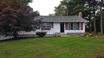 Colonie Single Family Home For Sale: 599 Columbia St Ext
