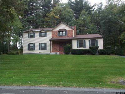 Niskayuna Single Family Home For Sale: 958 Gloucester Pl
