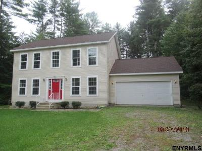 Greenfield, Corinth, Corinth Tov Single Family Home For Sale: 32 Locust Ridge Dr