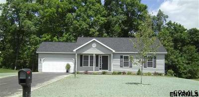 Halfmoon Single Family Home For Sale: 44 Bent Grass Dr