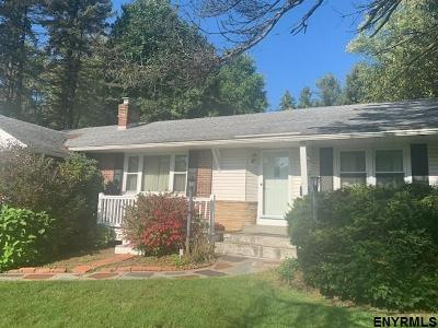 Niskayuna Single Family Home For Sale: 1043 Hickory Rd