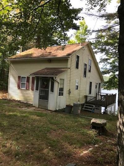 Benson, Broadalbin, Day, Edinburg, Hadley, Hope, Mayfield, Mayfield Tov, Northampton Tov, Northville, Providence Single Family Home For Sale: 2162 North Shore Rd