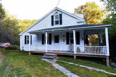 Rensselaer Single Family Home For Sale: 461 Albany Hill Rd