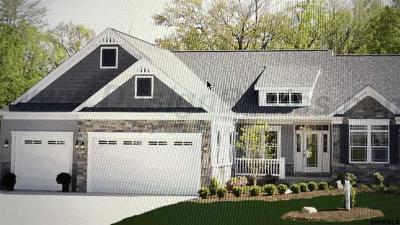 Single Family Home For Sale: 110 Hidden Pond Dr