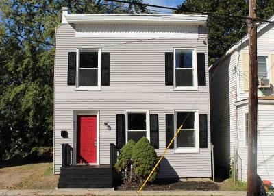 Rensselaer Single Family Home For Sale: 937 2nd St