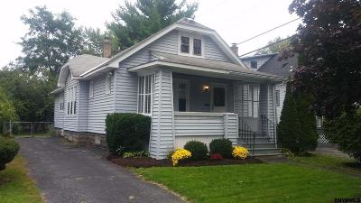 Niskayuna Single Family Home For Sale: 2073 The Plaza