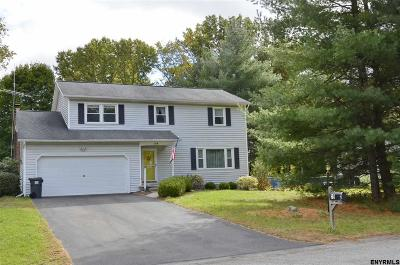 Saratoga County Single Family Home For Sale: 39 St Andrews Dr