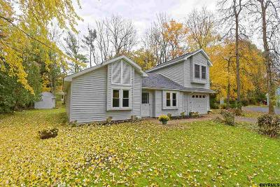 Colonie Single Family Home For Sale: 6 Greenlawn Ct