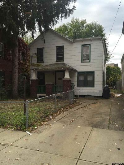 Schenectady Single Family Home For Sale: 17 Close St