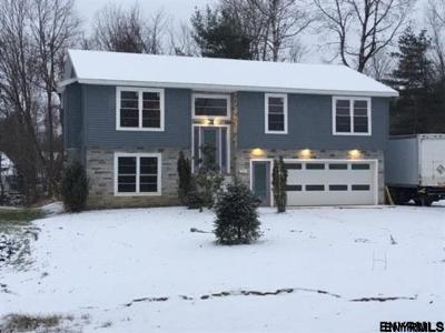 Niskayuna Single Family Home For Sale: 254.3 Taurus Rd