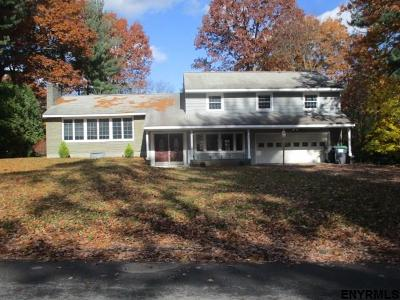 Niskayuna Single Family Home For Sale: 2517 McGovern Dr