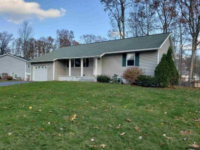 Saratoga Springs Single Family Home For Sale: 4 Deerleap Pl