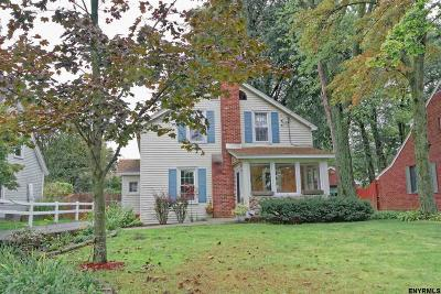 Niskayuna Single Family Home For Sale: 886 Stark Av