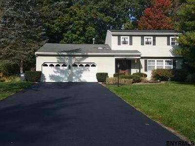Clifton Park Single Family Home For Sale: 32 Greenridge Dr