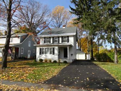 Niskayuna Single Family Home For Sale: 1173 Myron St
