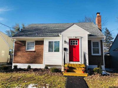 Colonie Single Family Home For Sale: 15 Woolard Av