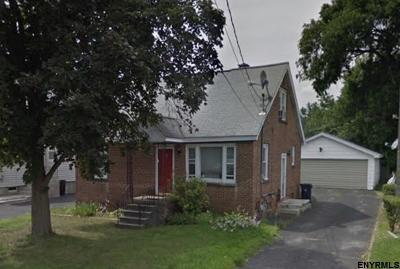 Colonie Single Family Home For Sale: 107 Frederick Av