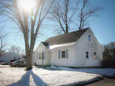 South Glens Falls Single Family Home For Sale: 6 Moreau Dr