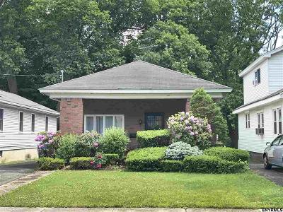 Albany Single Family Home For Sale: 61 Holmes Ct