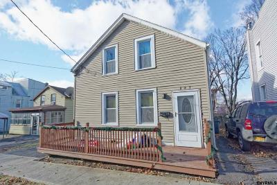 Rensselaer Single Family Home For Sale: 827 2nd St