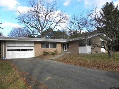 Colonie Single Family Home For Sale: 4 Campus View Dr