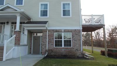 Cohoes Single Family Home For Sale: 1101 Admirals Walk Dr