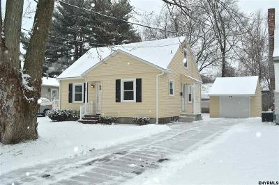 Colonie Single Family Home For Sale: 40 Locust Pk