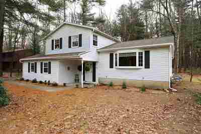 Clifton Park Single Family Home For Sale: 56 Huntwood Dr