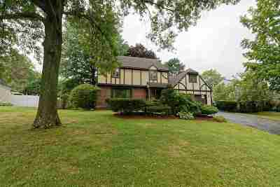 Niskayuna Single Family Home For Sale: 2121 Orchard Park Dr