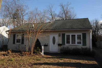 Schenectady Single Family Home For Sale: 432 Clayton Rd