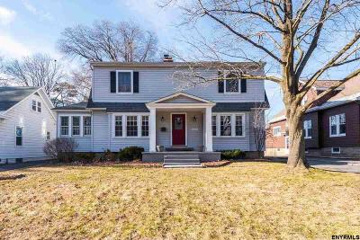 Niskayuna Single Family Home For Sale: 1455 Baker Av